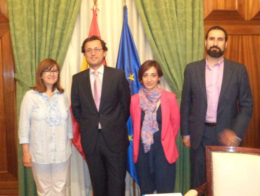 Jaime Haddad recibe a una Comisión de la Junta Directiva de APAE