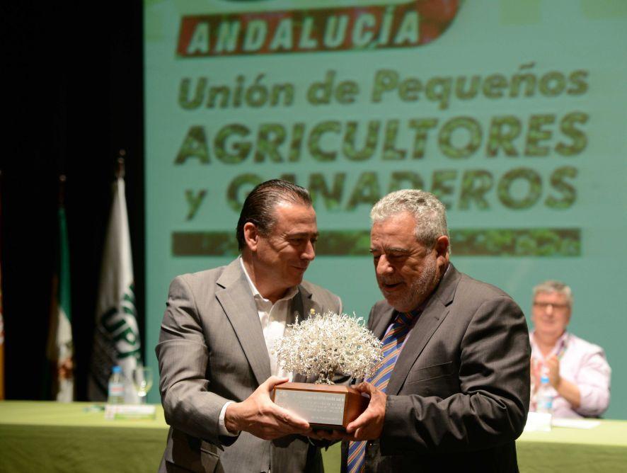 Canal Sur, premiado por su labor divulgadora de la realidad del campo andaluz