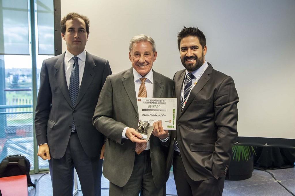 Claudio Pinheiro (centro) flanqueado por el director de la Casa de América, Tomás Poveda (izquierda) y el director de Fruit Attraction, Raúl Calleja (derecha). Copyright: Fernando Madariaga/IFEMA