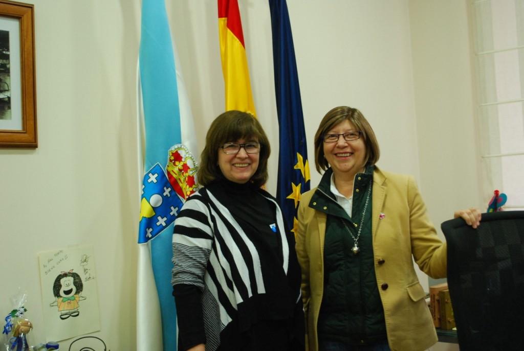 Lourdes Zuriaga (izquierda) y Rosa Quintana (derecha) tras el encuentro