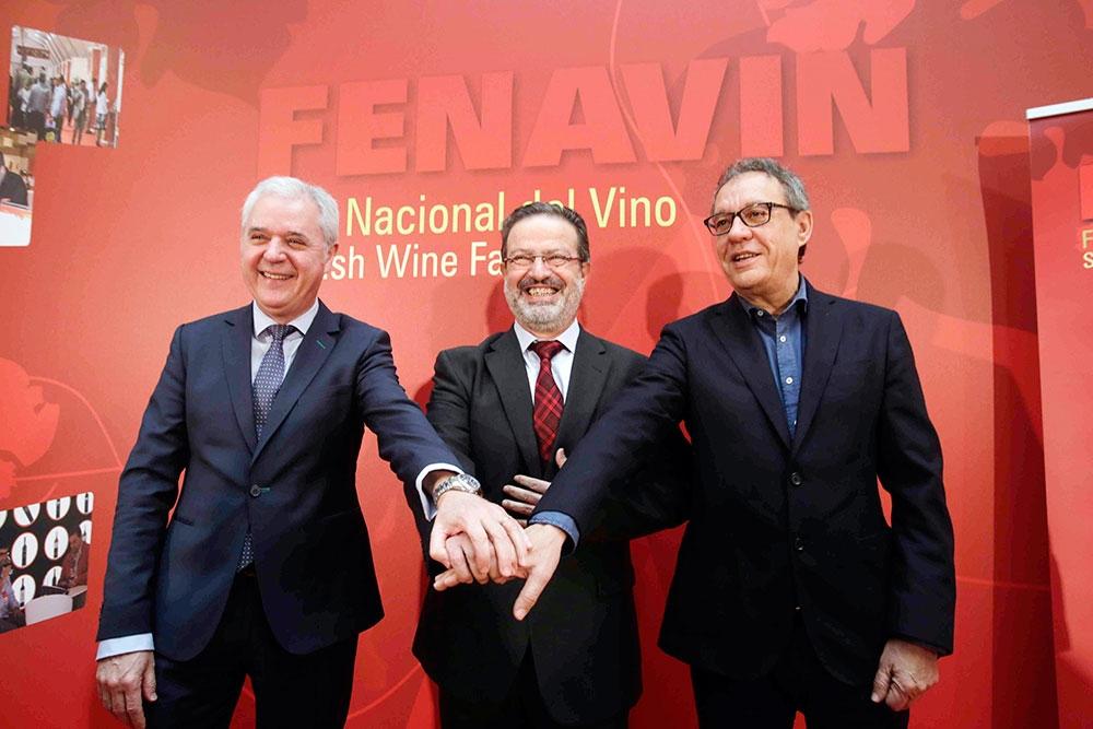 De izquierda a derecha: José Fernando Sánchez Bódalo, Nemesio de Lara y Manuel Juliá (coordinador institucional. presidente y director de Fenavin, respectivamente)