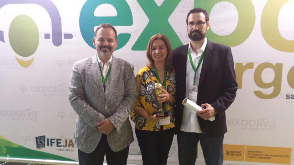 De izquierda a derecha: Jesús López, Alicia Vives y Miguel Ángel Mainar, socios de APAE