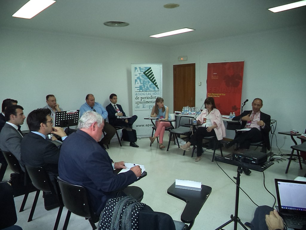 """Jornada """"Análisis, debate y propuestas sobre la situación vitivinícola actual"""" celebrada durante el transcurso de Fenavin 2015"""
