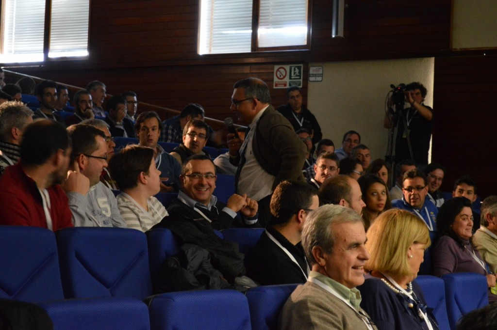 Juan José Catalá, Business Manager de Yara, modera el coloquio posterior a las ponencias.
