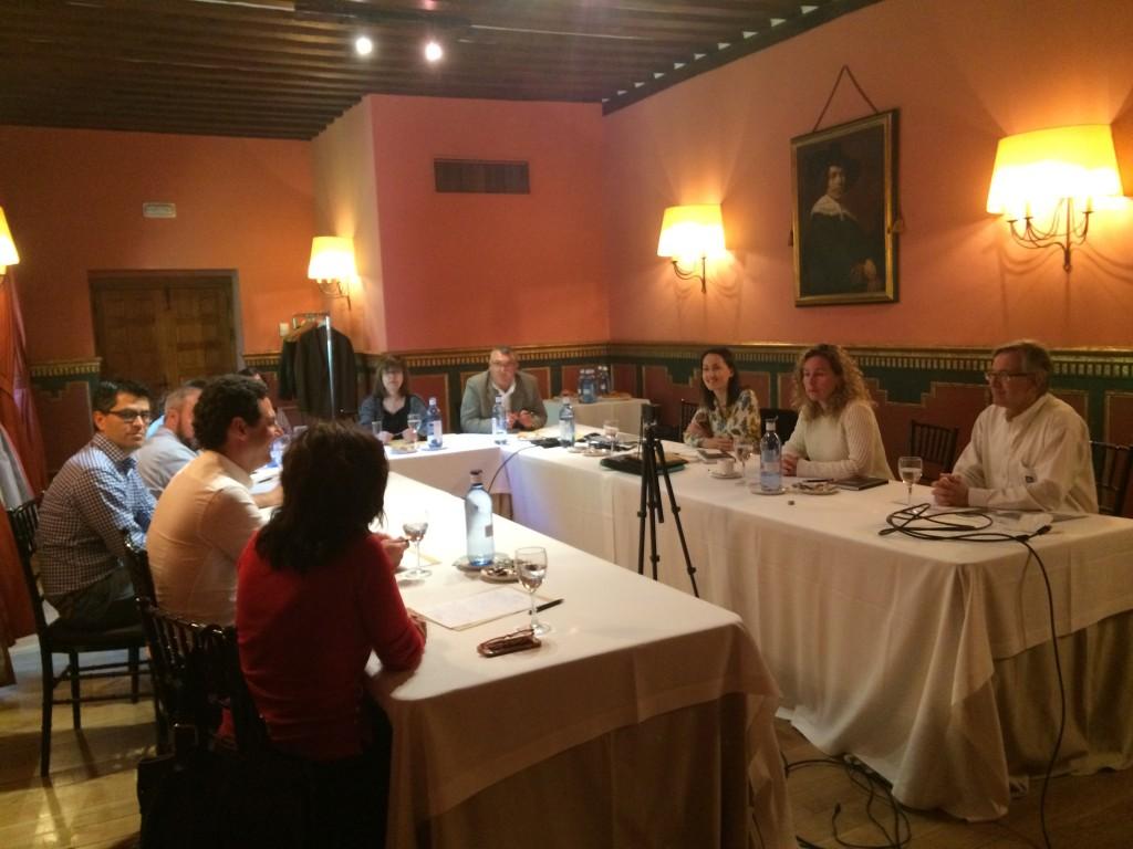 Sesión de formación en materia de comunicación por parte de la presidenta de APAE, Lourdes Zuriaga, al equipo directivo de Yara Iberian