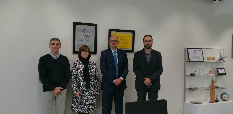 Foto de grupo entre representantes de APAE y de la USJ