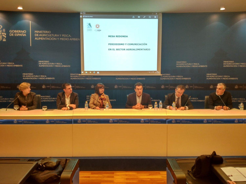 Mesa redonda. De izquierda a derecha: María Sánchez, Jorge Jaramillo, Lourdes Zuriaga, Félix Muñoz, Eduardo Baamonde y Sergio Gómez